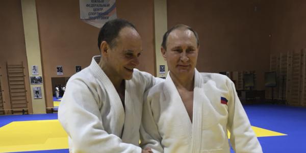 Putin consegna il passaporto russo a Gamba